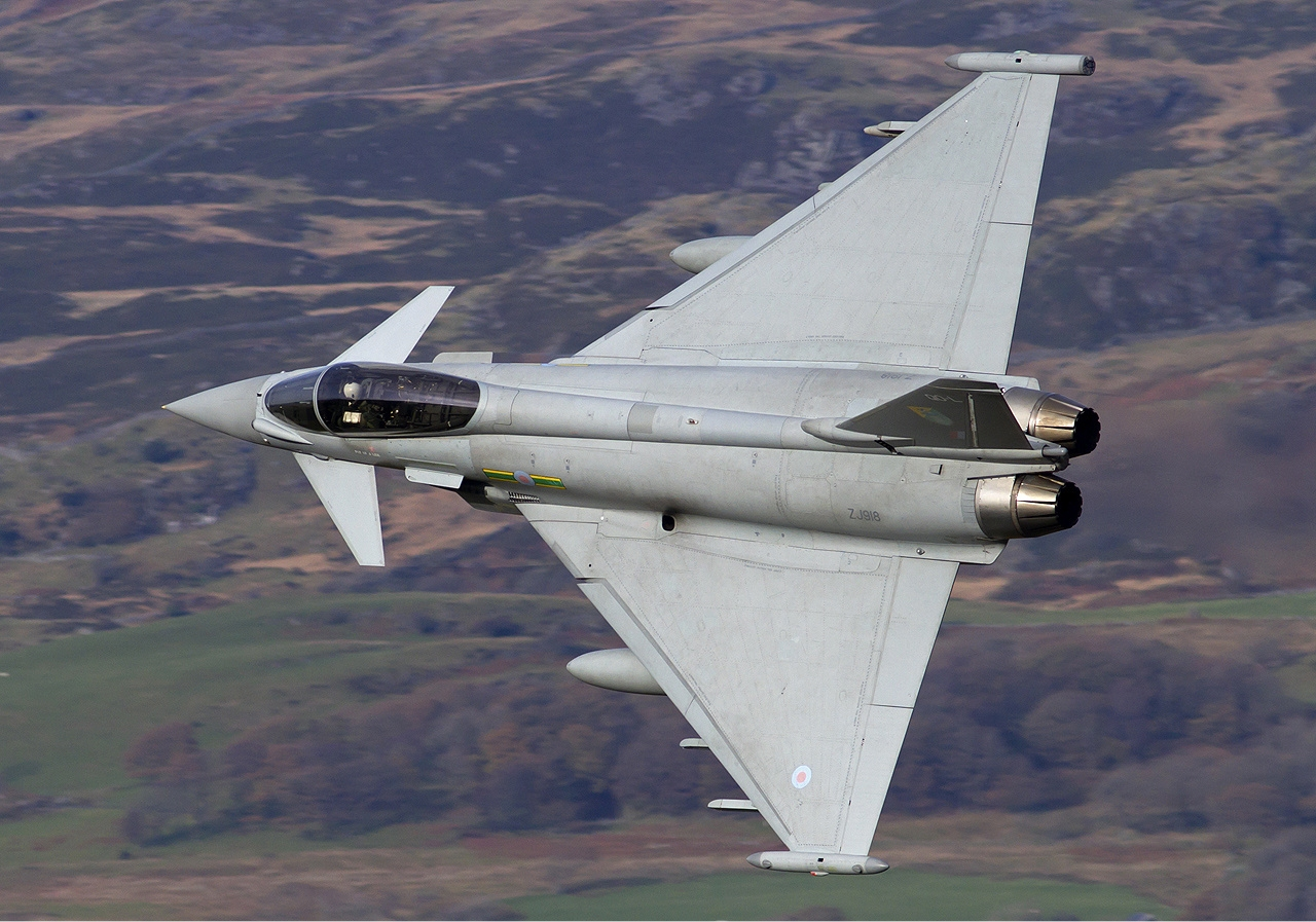 1367721230_raf_eurofighter_ef-2000_typhoon_fgr4_lofting-1