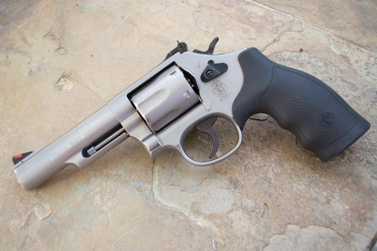revolver_smith_wesson_m66_1